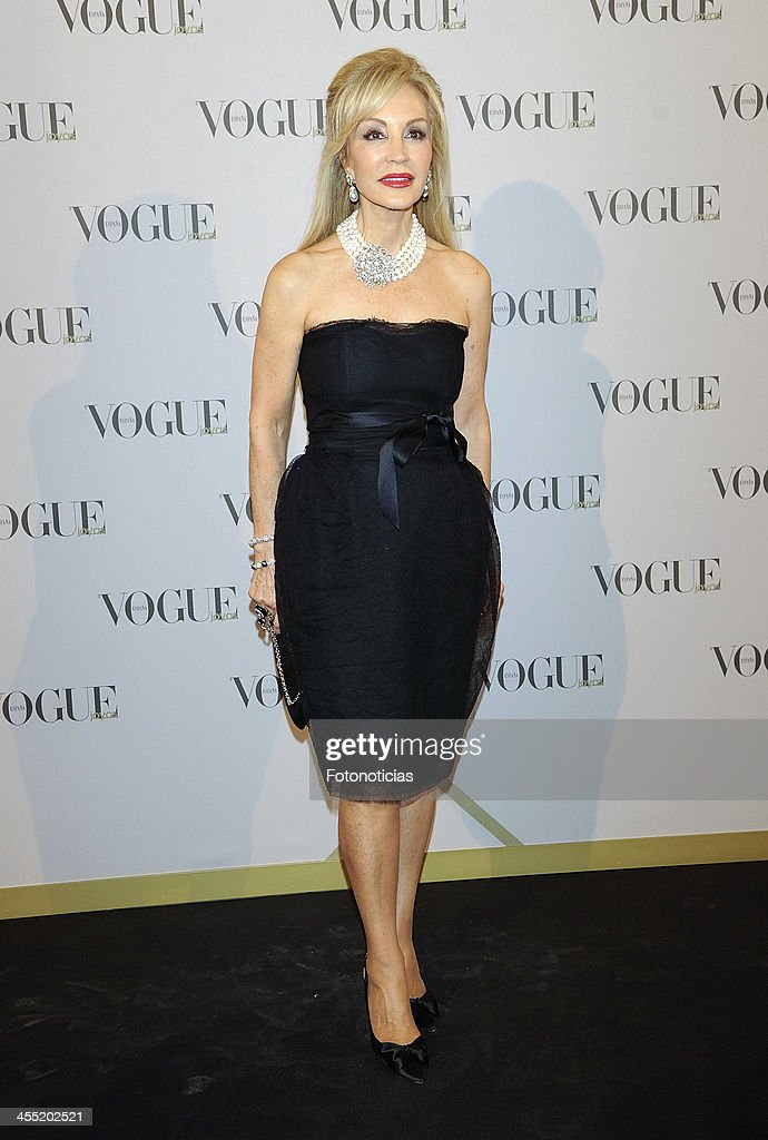 <a gi-track='captionPersonalityLinkClicked' href=/galleries/search?phrase=Carmen+Lomana&family=editorial&specificpeople=5840157 ng-click='$event.stopPropagation()'>Carmen Lomana</a> attends Vogue Joyas 2013 Awards at the Palacio de la Bolsa on December 11, 2013 in Madrid, Spain.
