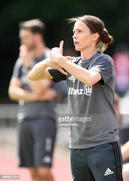 Carmen Roth head coach of FC Bayern Muenchen gestures during the B Junior Girl's German Championship Final between FC Bayern Muenchen and 1 FFC...