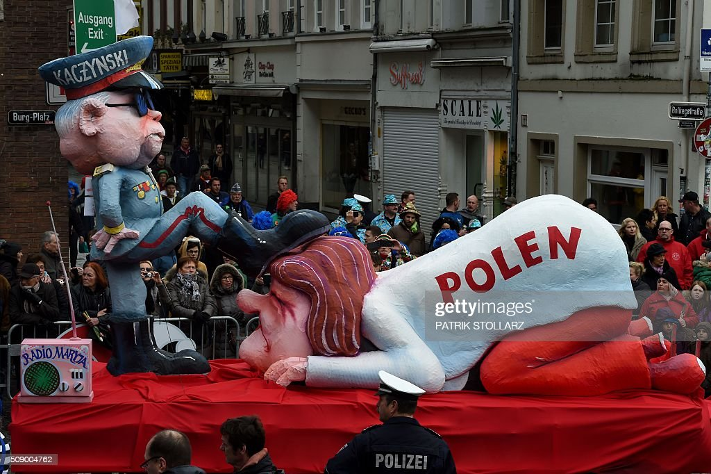 A carnival float depicting the leader of the Polish governing Law and Justice (PiS) party Jaroslaw Kaczynski (L) oppressing Poland stands in front of the city hall in Duesseldorf, western Germany, after the Rose Monday (Rosenmontag) street parade has been cancelled on February 8, 2016. Traditional Rose Monday carnival parades in several western German cities have been cancelled due to stormy weather. / AFP / PATRIK STOLLARZ
