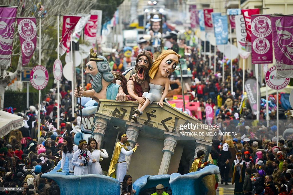 A carnival float representing the Greek economic situation is towed during the annual parade in Torres Vedras on February 9, 2016. The Torres Vedras Carnival is allegedly the 'most Portuguese' of all the carnivals in the country recognized by the strong political and football satire of the revelers disguises and their floats. / AFP / PATRICIA DE MELO MOREIRA