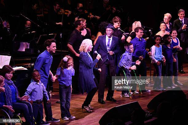 Carole King and Aloe Blacc perform onstage during SeriousFun Children's Network 2015 New York Gala An Evening Of SeriousFun Celebrating the Legacy Of...