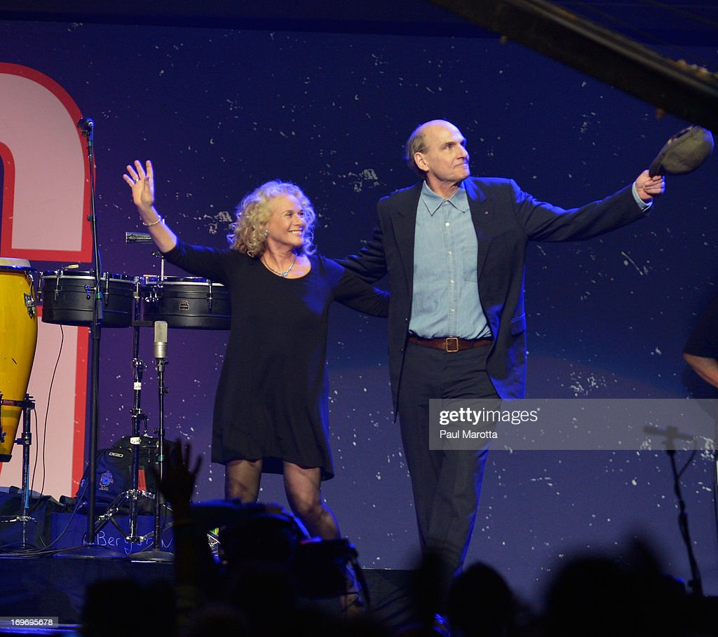 <a gi-track='captionPersonalityLinkClicked' href=/galleries/search?phrase=Carole+King+-+Musician&family=editorial&specificpeople=211440 ng-click='$event.stopPropagation()'>Carole King</a> and James Taylor perform during the Boston Strong: An Evening Of Support And Celebration at TD Garden on May 30, 2013 in Boston, Massachusetts.