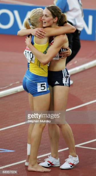Carolina Kluft of Sweden is embraced by Kelly Sotherton of Great Britain after the women's 800 Metres discipline of the heptathlon at the 10th IAAF...