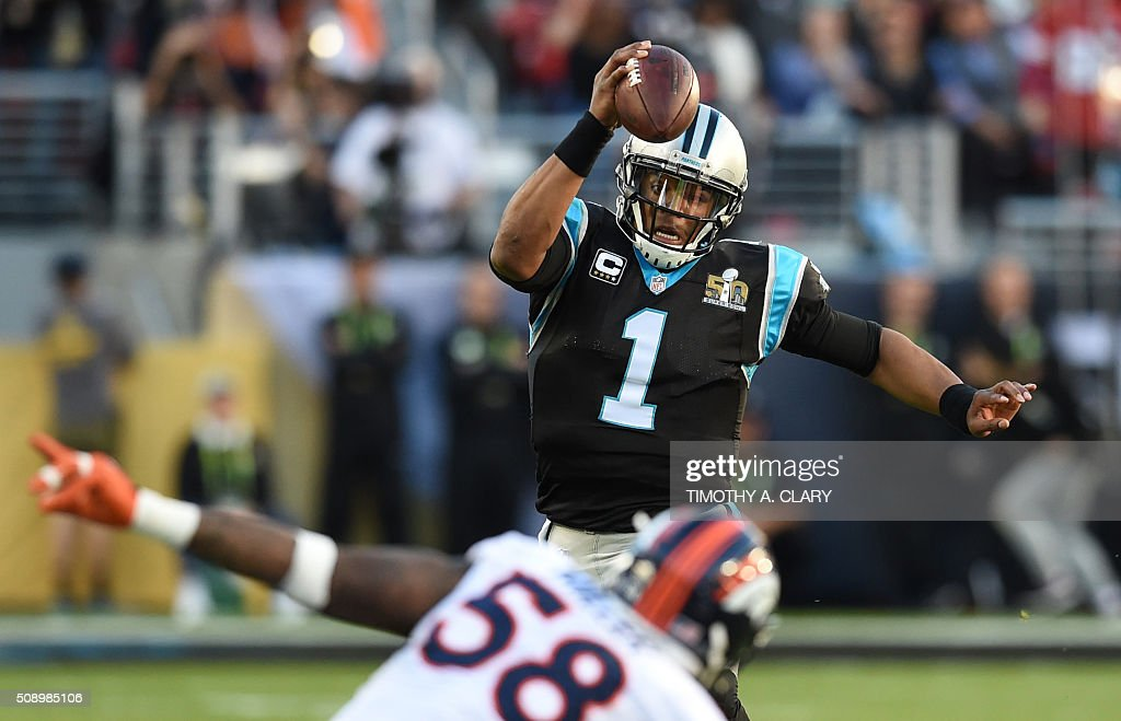 Carolina Panther quarterback Cam Newton (#1) passes under pressure from Von Miller (#58) of the Denver Broncos during Super Bowl 50 at Levi's Stadium in Santa Clara, California, on February 7, 2016. / AFP / TIMOTHY A. CLARY