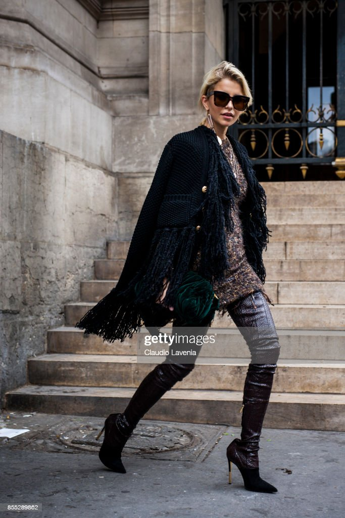 Street Style : Paris Fashion Week Womenswear Spring/Summer 2018 : Day Three