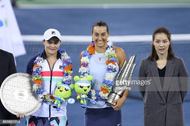 Caroline Garcia poses with former tennis player Li Na and runnerup Ashleigh Barty at the award ceremony after winning the ladies singles final...