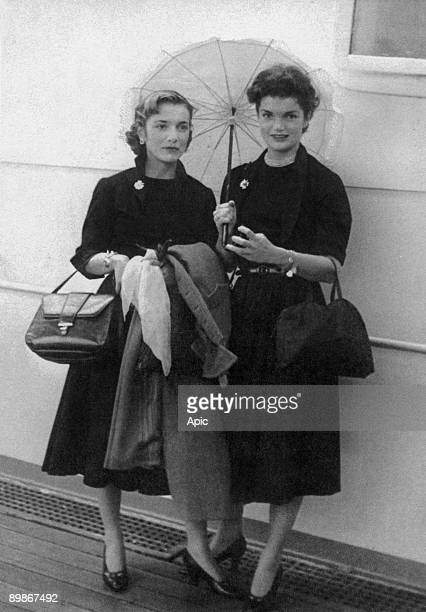 Caroline Lee Bouvier and her sister Jacqueline Bouvier on september 15 1951 on boat to come back in USA after their travel in Europe