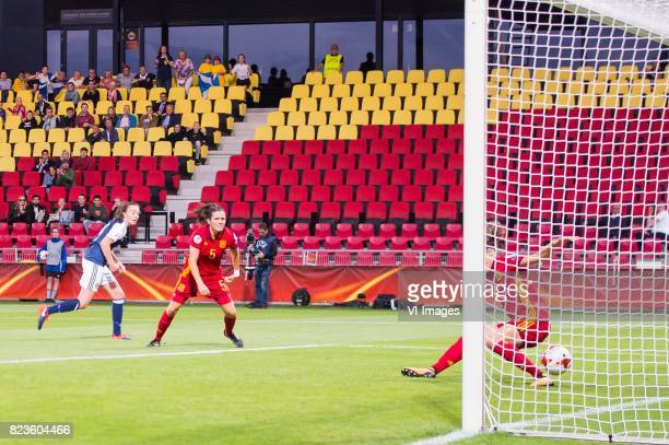 Caroline Weir of Scotland women Andrea Pereira of Spain women Irene Paredes of Spain women during the UEFA WEURO 2017 Group D group stage match...