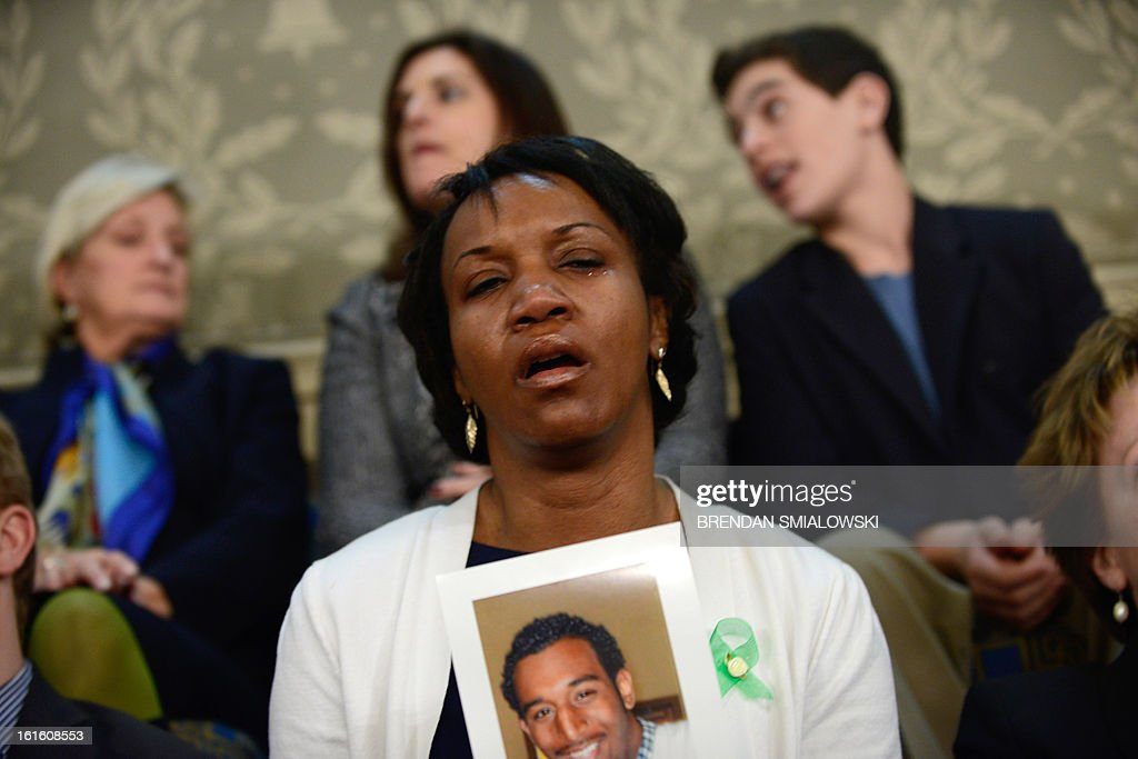 Carolyn Murray, the mother of 19-year-old Justin Murray who was fatally shot in Evanston, Illinois, cries as she listens to US President Barack Obama deliver the annual State of the Union address to a joint session of the US Congress in the House chamber at the Capitol on February 12, 2013 in Washington. AFP PHOTO/Brendan SMIALOWSKI