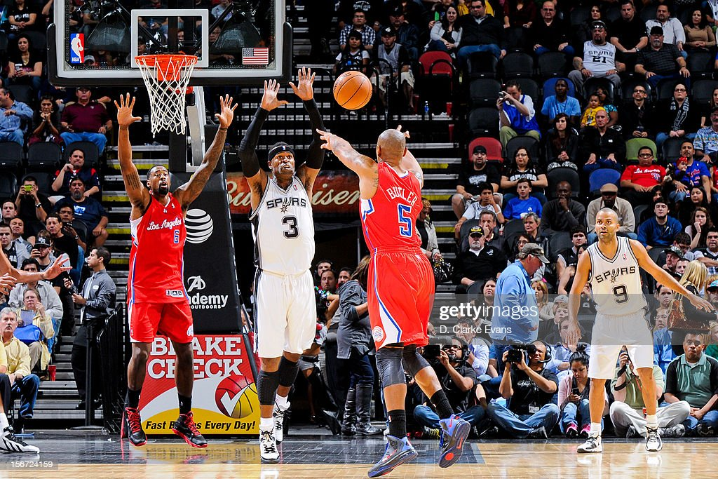 Caron Butler #5 of the Los Angeles Clippers attempts to pass the ball to teammate DeAndre Jordan #6 in the lane against Stephen Jackson #3 of the San Antonio Spurs on November 19, 2012 at the AT&T Center in San Antonio, Texas.