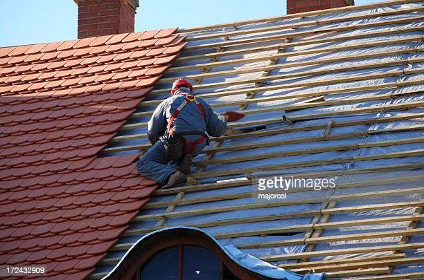 Tischler Arbeiten auf dem Dach