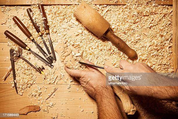 Schreiner arbeiten mit seinem tools