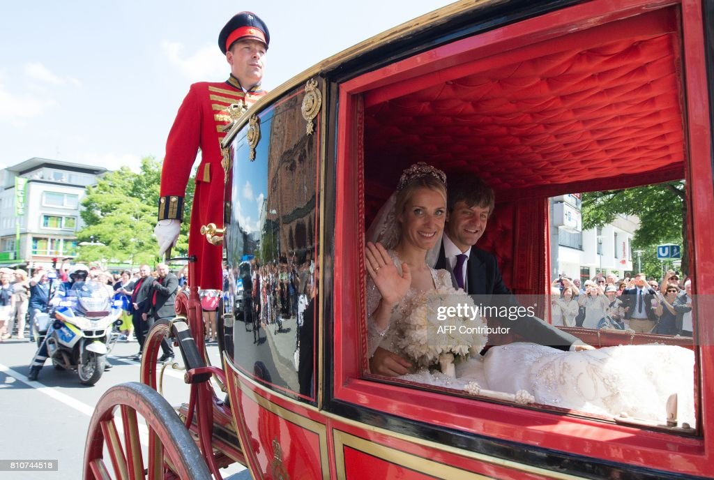 A carriage carrying Ekaterina of Hanover (L) and Prince Ernst August of Hanover makes its way through Hanover after their church wedding ceremony in Hanover, central Germany, on July 8, 2017. Prince Ernst August of Hanover did not give in to the injunctions of his father and married his fiancee Ekaterina Malysheva, a fashion designer of Russian origin. / AFP PHOTO / dpa / Swen Pfoertner / Germany OUT