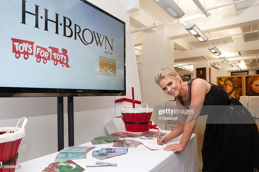 <a gi-track='captionPersonalityLinkClicked' href=/galleries/search?phrase=Carrie+Keagan&family=editorial&specificpeople=2247557 ng-click='$event.stopPropagation()'>Carrie Keagan</a> attends the H.H. Brown Shoe Company Season Of Giving Holiday Party on December 3, 2013 in New York City.