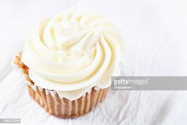 carrot cupecake with vanilla icing
