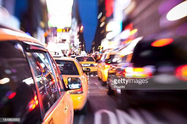 Times Square in Bewegung in der Nacht