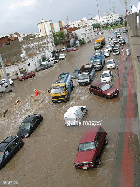Cars are stranded in flood waters in the Saudi Red Sea city of Jeddah on November 25 2009 Saudi Arabia's civil defence said on November 26 that 77...