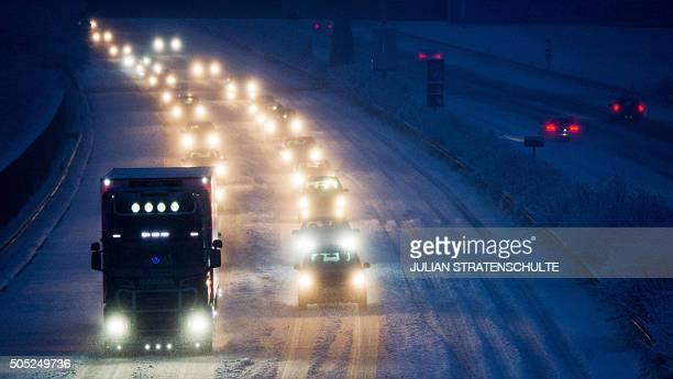 Cars make their way through the snowy A7 highway in Sehnde near Hanover central Germany on January 16 2016 / AFP / dpa / Julian Stratenschulte /...