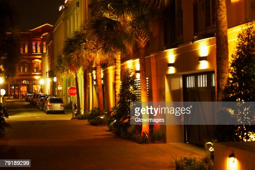 Cars parked in a row at night, Charleston, South Carolina, USA : Foto de stock