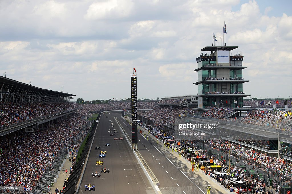 Cars race on the front stretch during the 100th running of the Indianapolis 500 at Indianapolis Motorspeedway on May 29, 2016 in Indianapolis, Indiana.