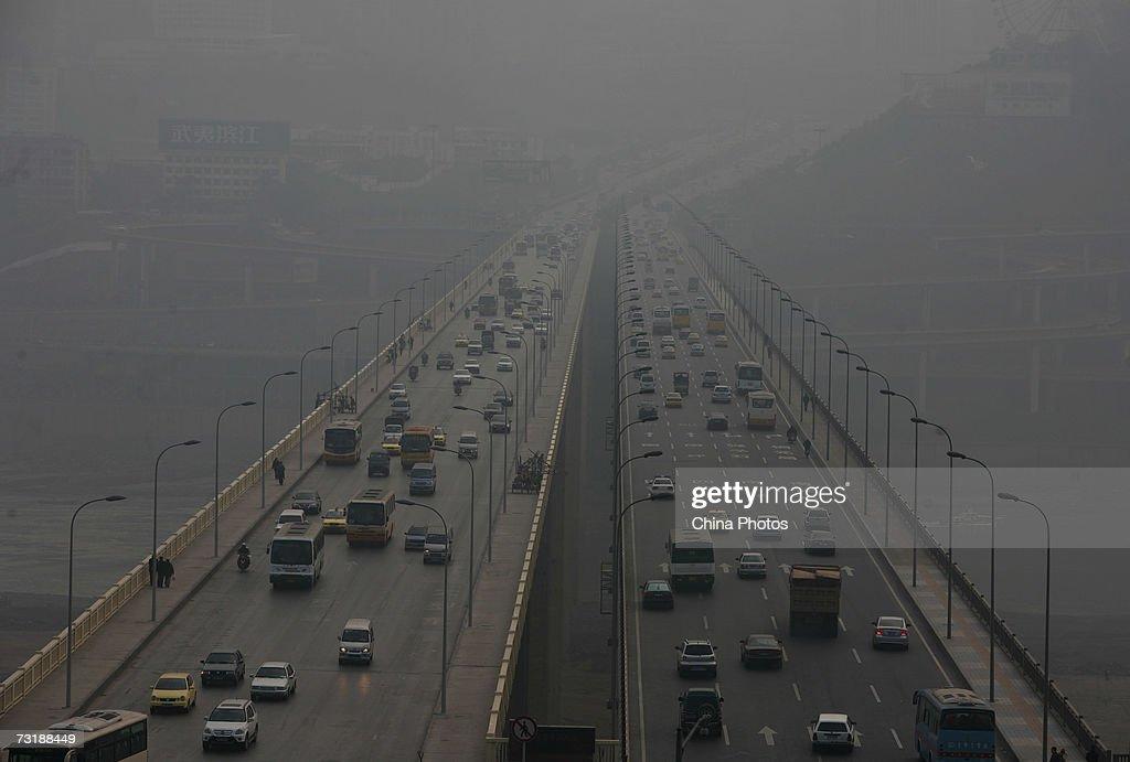 Cars run on the Shibanpo Bridge over the Yangtze River in fog February 2 2007 in Chongqing Municipality China Chunyun the Spring Festival travel...