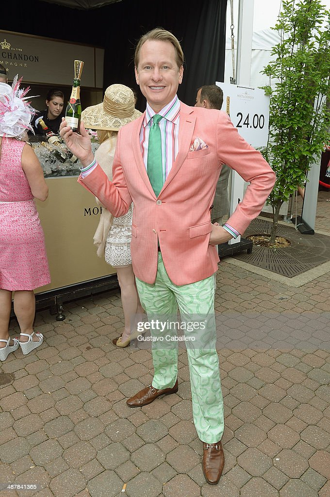 <a gi-track='captionPersonalityLinkClicked' href=/galleries/search?phrase=Carson+Kressley&family=editorial&specificpeople=202017 ng-click='$event.stopPropagation()'>Carson Kressley</a> toasts the 140th Kentucky Derby with Moët & Chandon at Churchill Downs on May 2, 2013 in Louisville, Kentucky.