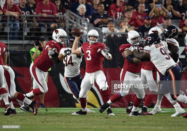 Carson Palmer of the Arizona Cardinals looks to throw the ball while under pressure against the Chicago Bears at University of Phoenix Stadium on...