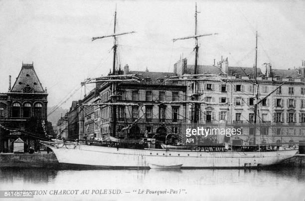 Carte postale illustrée par la photographie du navire 'Le Pourquoi Pas' en partance pour l'expédition Charcot au Pôle Sud