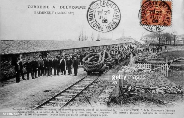 Carte postale illustrée par la photographie du transport d'un câble de retenue à la corderie A Delhomme de Paimboeuf le 9 mars 1905 en France