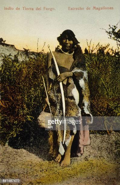 Carte postale illustrée par la photographie d'un Indien du détroit de Magellan en Patagonie