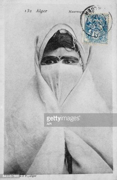 Carte postale illustrée par la photographie d'une Mauresque voilée à Alger