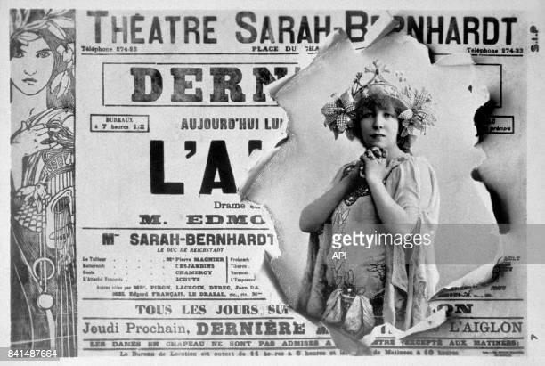 Carte postale pour le Théâtre Sarah Bernhardt illustrée d'une photographie de Sarah Bernhardt d'une affiche pour le théâtre et d'une image Art Nouveau
