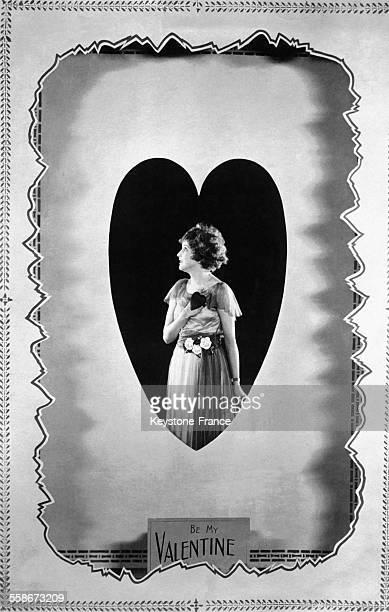 Carte représentant une jeune femme au milieu d'un coeur pour la SaintValentin