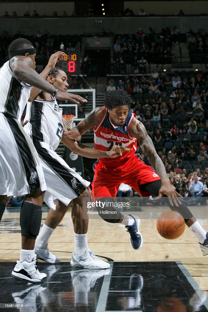 Cartier Martin #20 of the Washington Wizards drives to the hoop vs the San Antonio Spurs on October 26, 2012 at the AT&T Center in San Antonio, Texas.