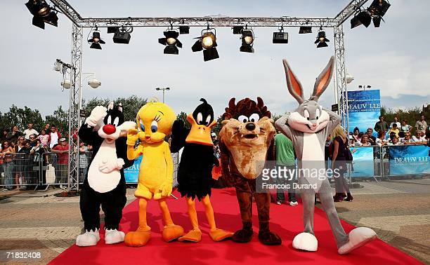 Cartoon characters Sylvester the cat Tweety Bird Daffy Duck Tazmanian Devil and Bugs Bunny arrive at the 'ScoobyDoo Pirates Ahoy' premiere at the...
