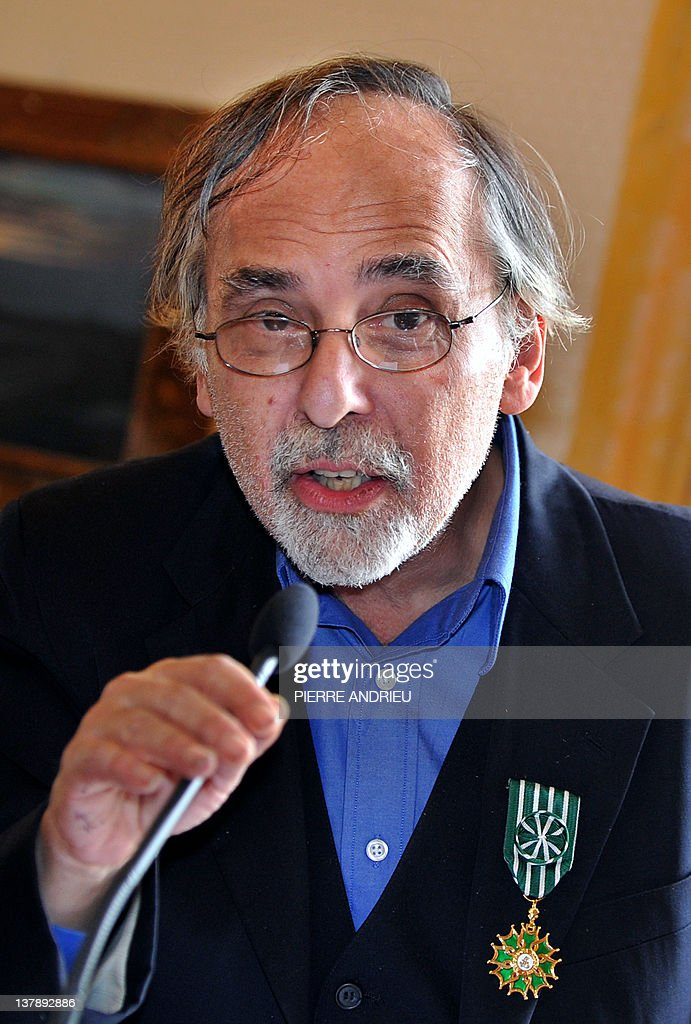 US cartoons' scenarist Art Spiegelman speaks after been awarded Officier de l'ordre des Arts et des Lettres (French cultural award) after a visit at the 39th edition of Angouleme world comic strip festival, on January 29, 2012 in Angouleme, southwestern France.