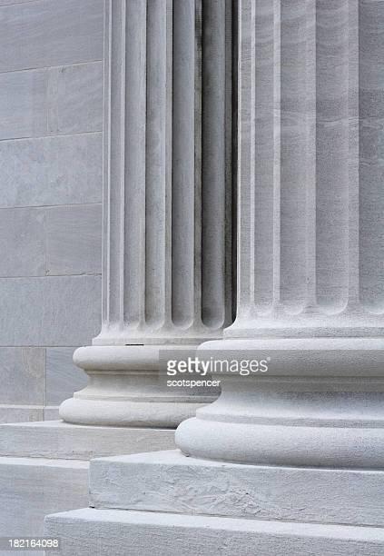 彫刻を施した石製 Collumns