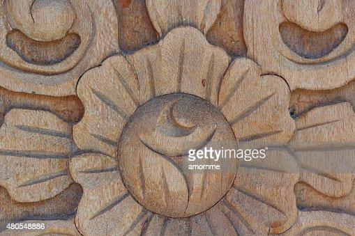 Primer plano de la pared de madera tallada : Foto de stock