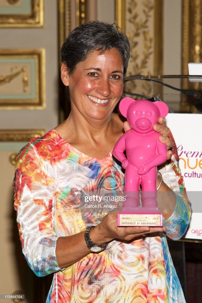 Caryl Dolinko receives the 'Muestra-T' 2013 award at the Casa America on July 3, 2013 in Madrid, Spain.