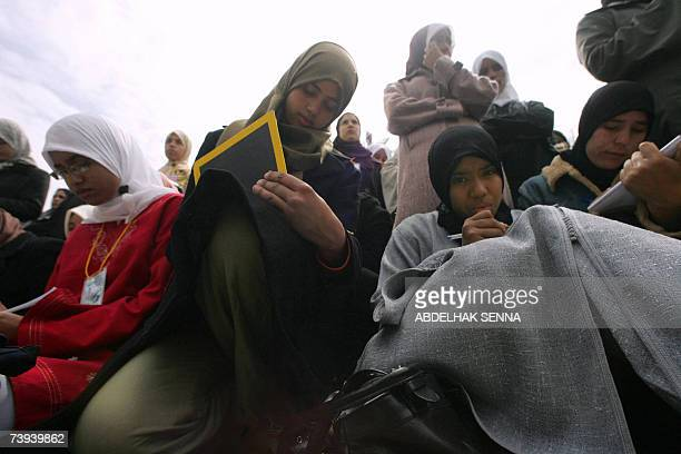 Moroccan students gather at Hassan II University in Casablanca 18 April 2007 during the 10th forum of the National student Union of Morocco The UNEM...