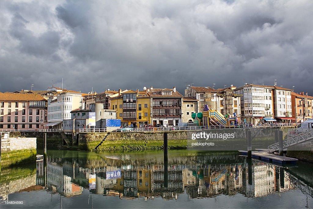 casas en la ra de llanes asturias espaa stock