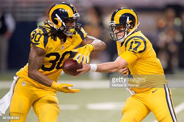 Case Keenum of the St Louis Rams hands off the ball to Todd Gurley in the first quarter against the Tampa Bay Buccaneers at the Edward Jones Dome on...