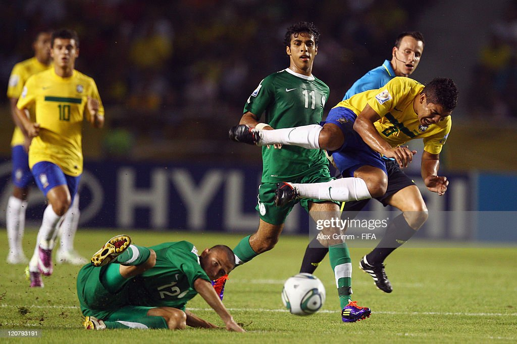<a gi-track='captionPersonalityLinkClicked' href=/galleries/search?phrase=Casemiro&family=editorial&specificpeople=7150894 ng-click='$event.stopPropagation()'>Casemiro</a> (R) of Brazil is challenged by Maan Khodary of Saudi Arabia during the FIFA U-20 World Cup 2011 round of 16 match between Brazil and Saudi Arabia at Estadio Metropolitano Roberto Melendez on August 10, 2011 in Barranquilla, Colombia.