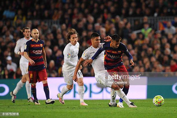 Casemiro of Real Madrid CF battles for the ball with Neymar of FC Barcelona during the La Liga match between FC Barcelona and Real Madrid CF at Camp...