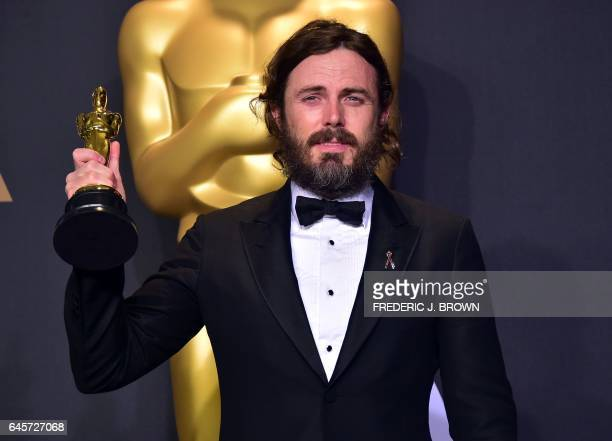 TOPSHOT Casey Affleck poses in the press room with the Oscar for Best Actor during the 89th Annual Academy Awards on February 26 in Hollywood...
