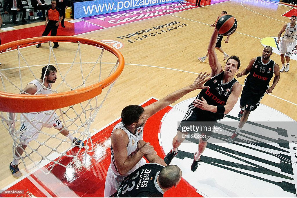 <a gi-track='captionPersonalityLinkClicked' href=/galleries/search?phrase=Casey+Jacobsen&family=editorial&specificpeople=201618 ng-click='$event.stopPropagation()'>Casey Jacobsen</a>, #23 of Brose Baskets Bamberg in action during the 2013-2014 Turkish Airlines Euroleague Regular Season Date 2 game between Real Madrid v Brose Baskets Bamberg at Palacio Deportes Comunidad de Madrid on October 24, 2013 in Madrid, Spain.