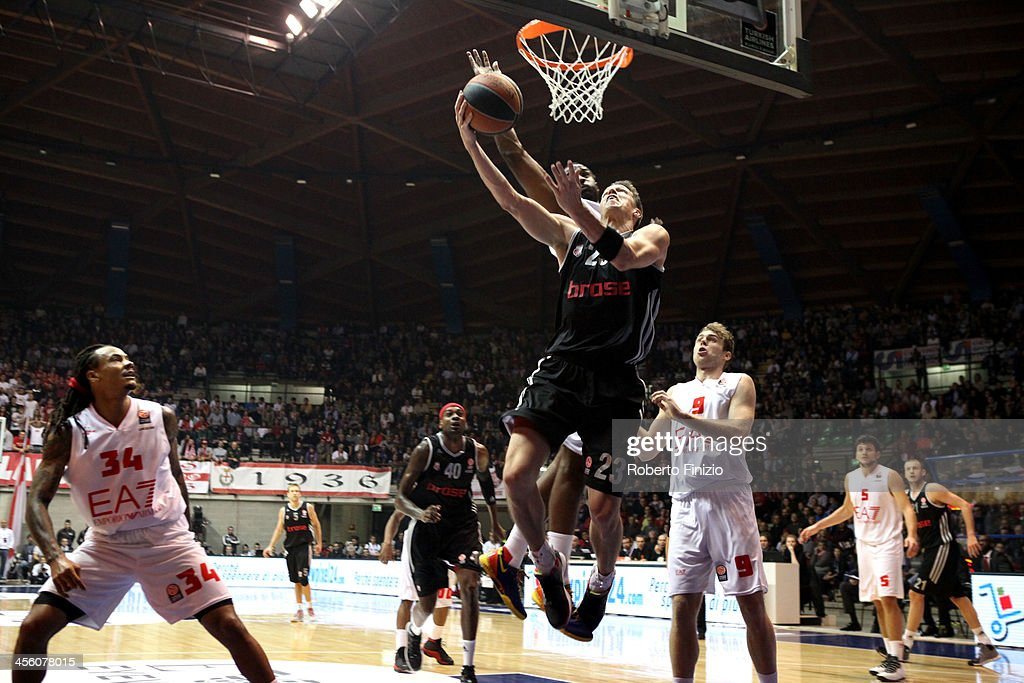 <a gi-track='captionPersonalityLinkClicked' href=/galleries/search?phrase=Casey+Jacobsen&family=editorial&specificpeople=201618 ng-click='$event.stopPropagation()'>Casey Jacobsen</a>, #23 of Brose Baskets Bamberg in action during the 2013-2014 Turkish Airlines Euroleague Regular Season Date 9 game between EA7 Emporio Armani Milan v Brose Baskets Bamberg at Paladesio on December 13, 2013 in Milan, Italy.