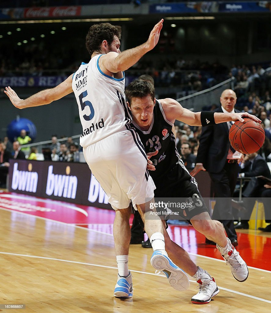 <a gi-track='captionPersonalityLinkClicked' href=/galleries/search?phrase=Casey+Jacobsen&family=editorial&specificpeople=201618 ng-click='$event.stopPropagation()'>Casey Jacobsen</a> #23 of Brose Baskets drives against Rudy Fernandez #5 of Real Madrid during the Turkish Airlines Euroleague Top 16 game at Palacio de los Deportes on February 28, 2013 in Madrid, Spain.