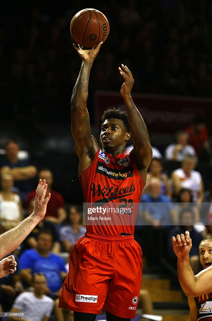 <a gi-track='captionPersonalityLinkClicked' href=/galleries/search?phrase=Casey+Prather&family=editorial&specificpeople=7358715 ng-click='$event.stopPropagation()'>Casey Prather</a> of the Wildcats shoots for the basket during the NBL semi final match between the Illawarra Hawks and the Perth Wildcats at Wollongong Entertainment Centre on February 21, 2016 in Wollongong, Australia.