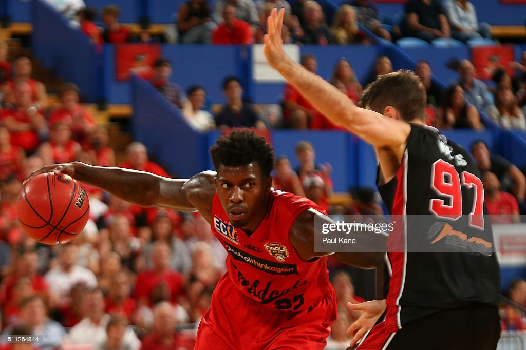 <a gi-track='captionPersonalityLinkClicked' href=/galleries/search?phrase=Casey+Prather&family=editorial&specificpeople=7358715 ng-click='$event.stopPropagation()'>Casey Prather</a> of the Wildcatsdrives past Jarrad Weeks of the Hawks during game one of the NBL Semi Final series between the Perth Wildcats and the Illawarra Hawks at Perth Arena on February 19, 2016 in Perth, Australia.